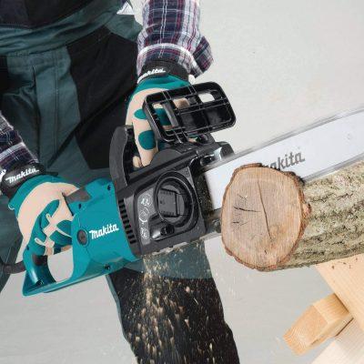 Makita-UC4051A Chainsaw cutting through a log