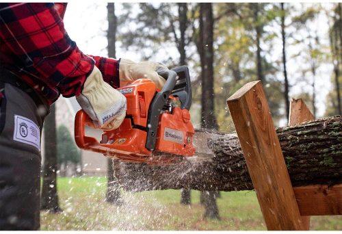 Husqvarna 435 used on a log